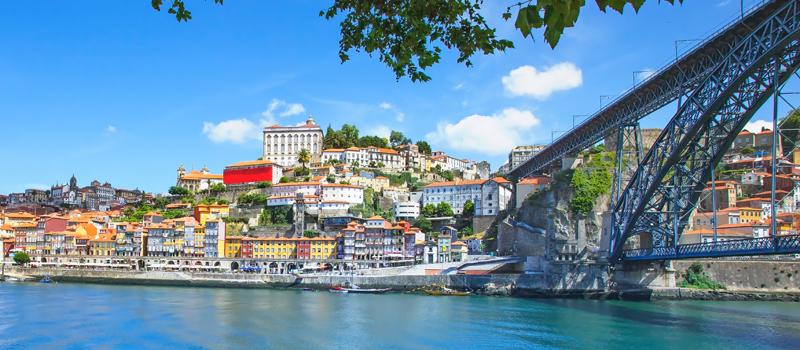 vista do miradouro à frente do Mosteiro da Serra do Pilar - nacionalidade portuguesa