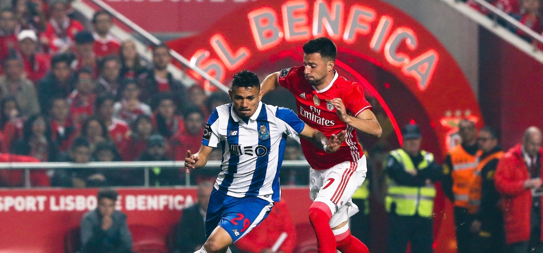 (Francisco Soares do FC Porto e Andreas Samaris do Benfica) . Os grandes  nomes do futebol Português c7d2abf92d2a7