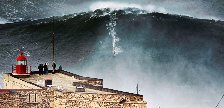 ondas gigantes em Nazaré - nacionalidade portuguesa
