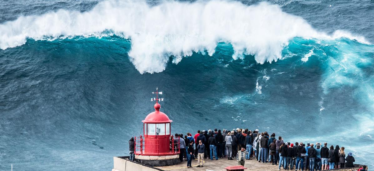 ondas gigantes em Nazaré_01 - nacionalidade portuguesa