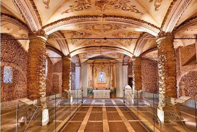 Capela dos ossos Évora - Nacionalidade Portuguesa