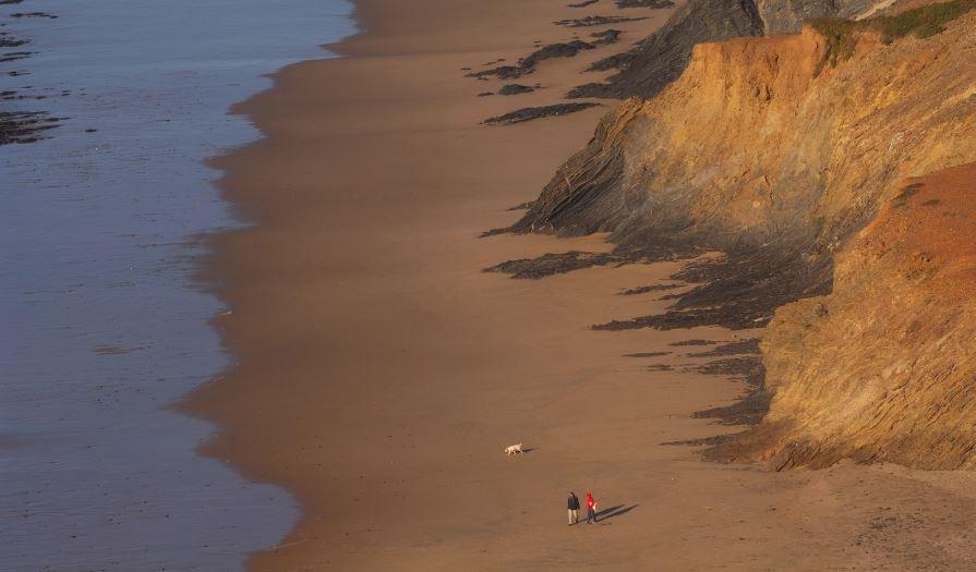 praia de vale figueiras - nacionalidade portuguesa